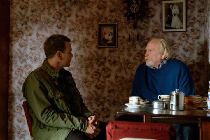 gallery-1483457597-renton-and-dad-james-cosmo-t2-trainspotting