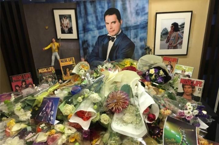 クイーンのフレディ・マーキュリー、命日の11/24に東京で追悼献花式が ...