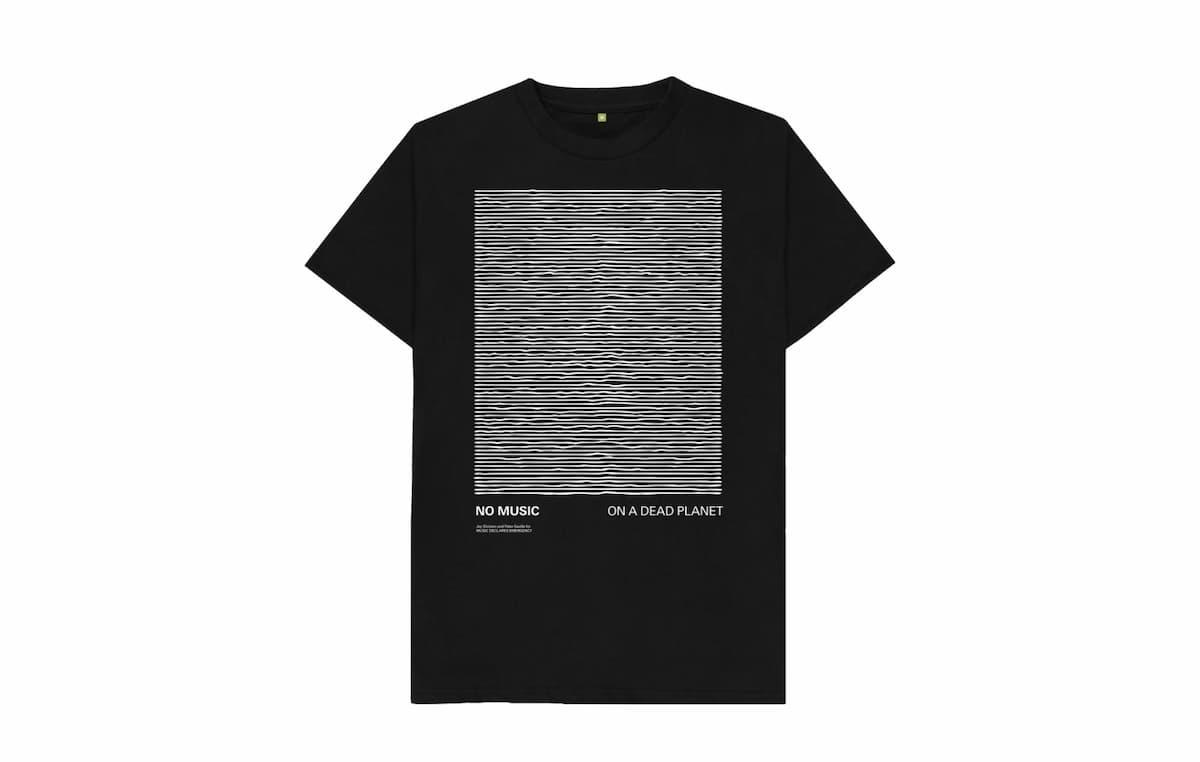 ピーター・サヴィル、『アンノウン・プレジャーズ』のアートワークを使った新たなTシャツを発表