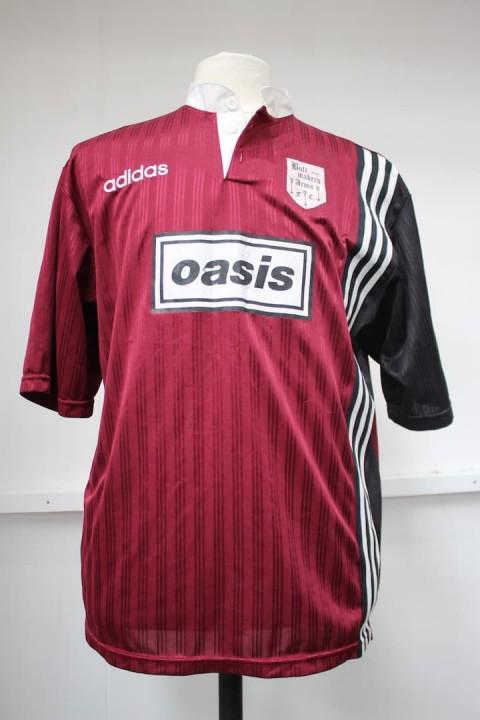 Oasis-football-shirt-credit-Hansons